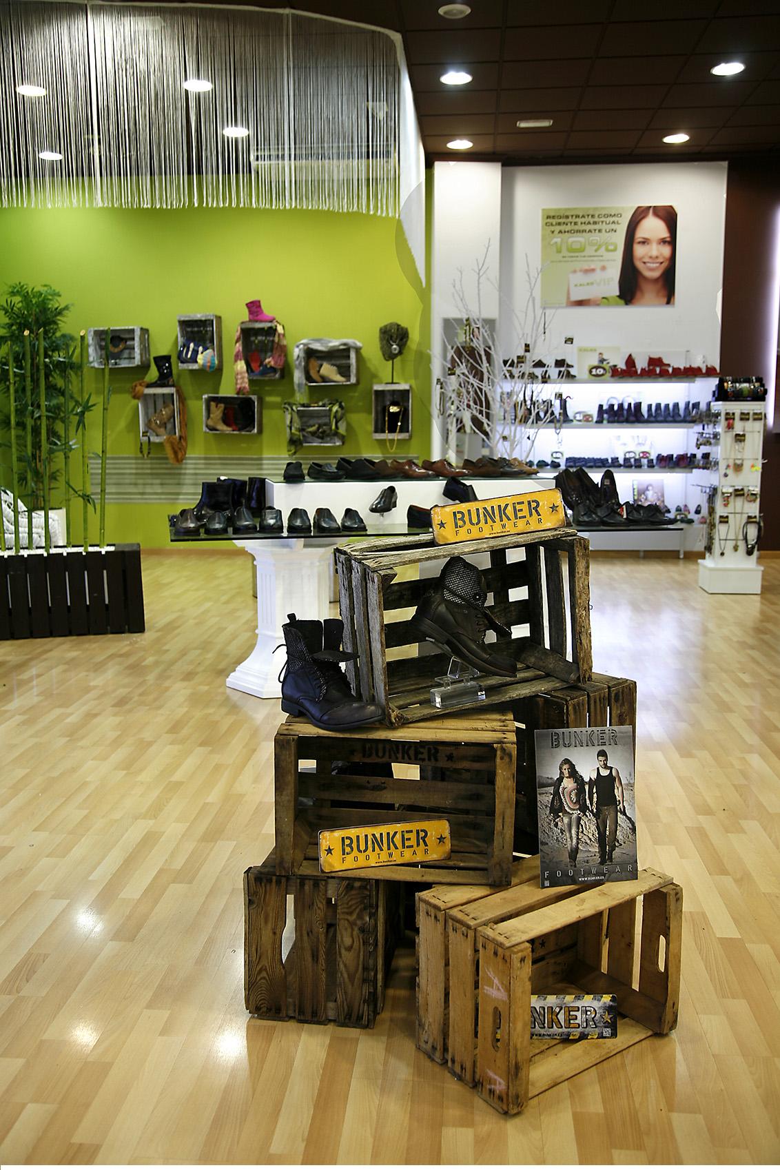 Fotografía publicitaria Albacete, fotografías interiores. Tienda C/ Zapateros, zapaterías Kalzo Albacete.