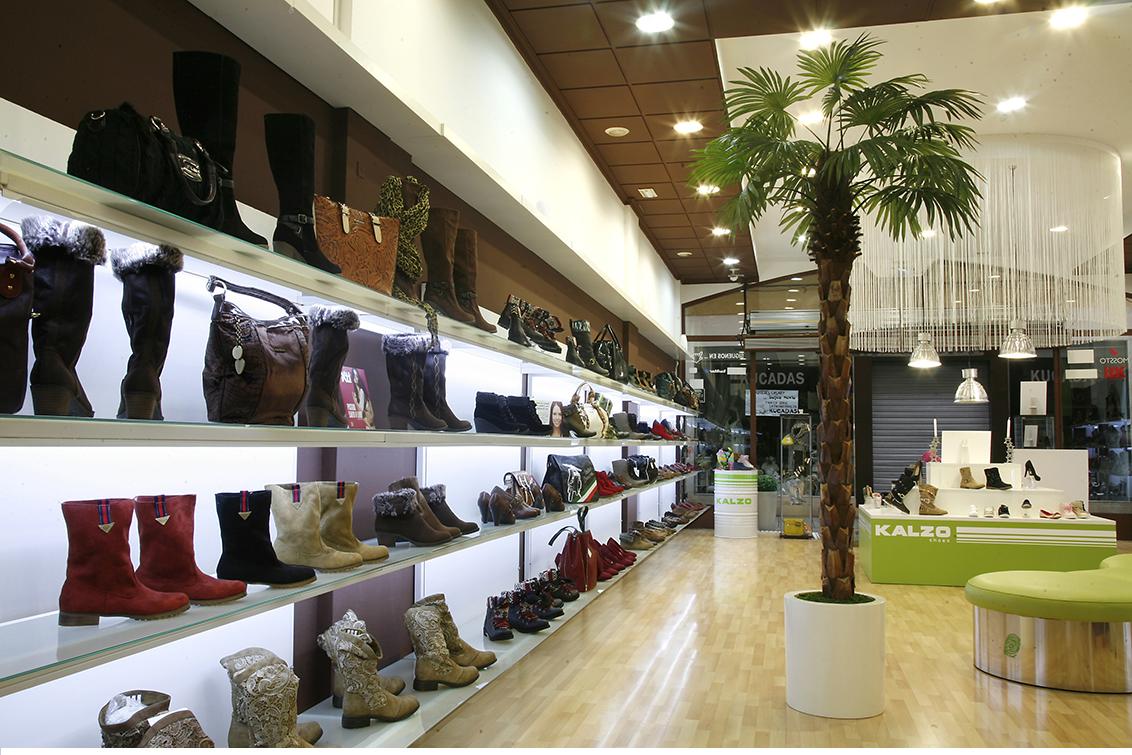 Fotografía publicitaria, fotografías interiores. Tienda C/ Zapateros, zapaterías Kalzo Albacete.