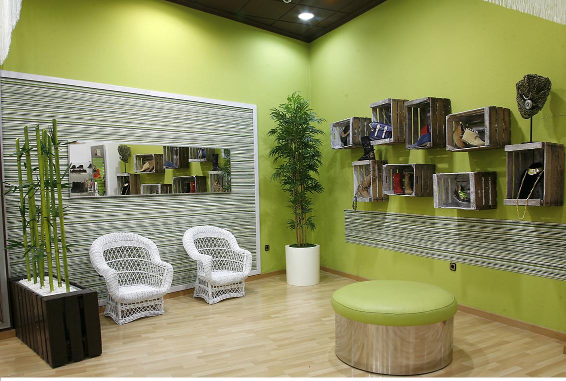 Fotografía publicitaria, fotografías publicitarias interior zapateria. Tienda C/ Zapateros, zapaterías Kalzo Albacete.