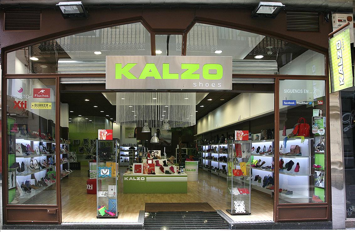 Fotografía publicitaria Albacete, fotografía de la fachada. Tienda C/ Zapateros, zapaterías Kalzo Albacete.
